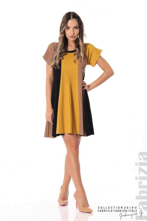 Къса плисирана рокля горчица 2 fabrizia