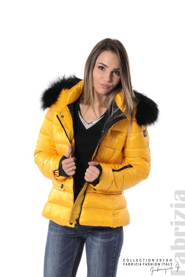 Късо зимно яке с качулка естествен косъм жълт 1 fabrizia