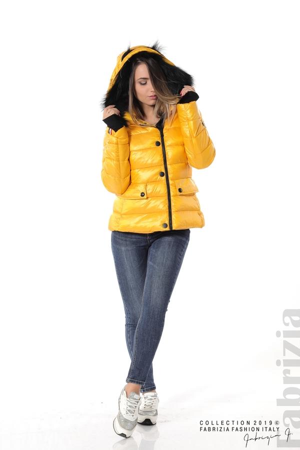 Късо зимно яке с качулка естествен косъм жълт 3 fabrizia