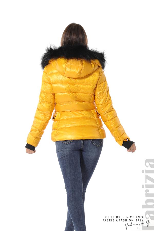 Късо зимно яке с качулка естествен косъм жълт 4 fabrizia