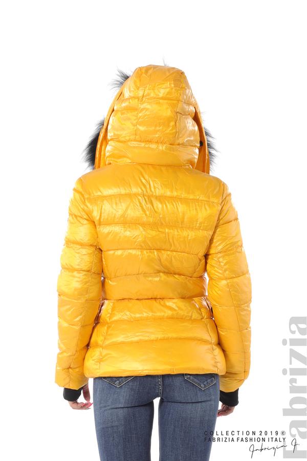 Късо зимно яке с качулка естествен косъм жълт 5 fabrizia