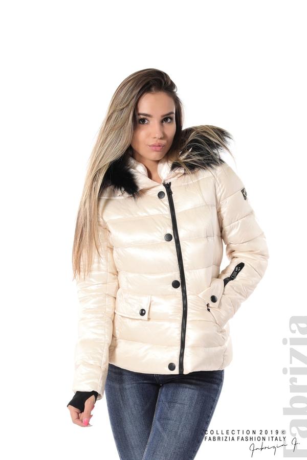 Късо зимно яке с качулка естествен косъм екрю 1 fabrizia