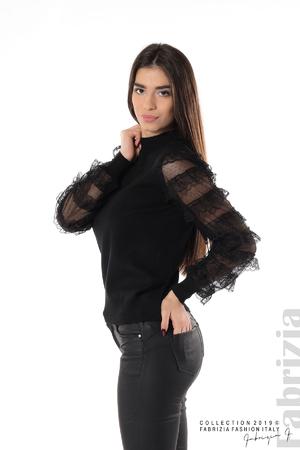 Блуза с волани на ръкавите