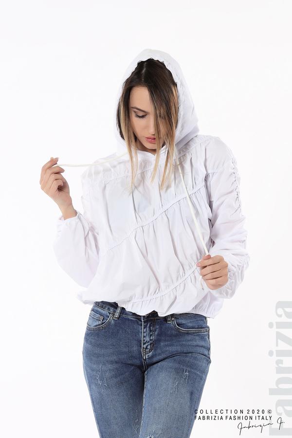Ефектна дамска блуза с качулка бял 2 fabrizia