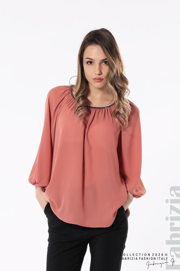 Блуза с акцент на деколтето пепел от рози 1 fabrizia