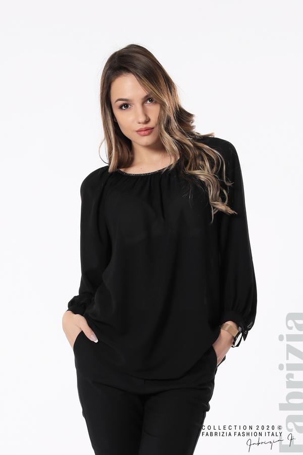 Блуза с акцент на деколтето пепел от черен 4 fabrizia