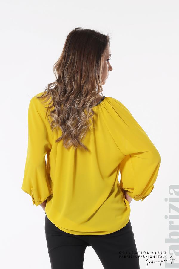 Блуза с акцент на деколтето пепел от жълт 4 fabrizia
