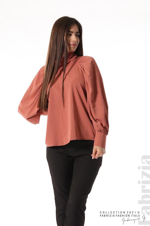 Елегантна блуза с висока яка и широки ръкави корал 1 fabrizia