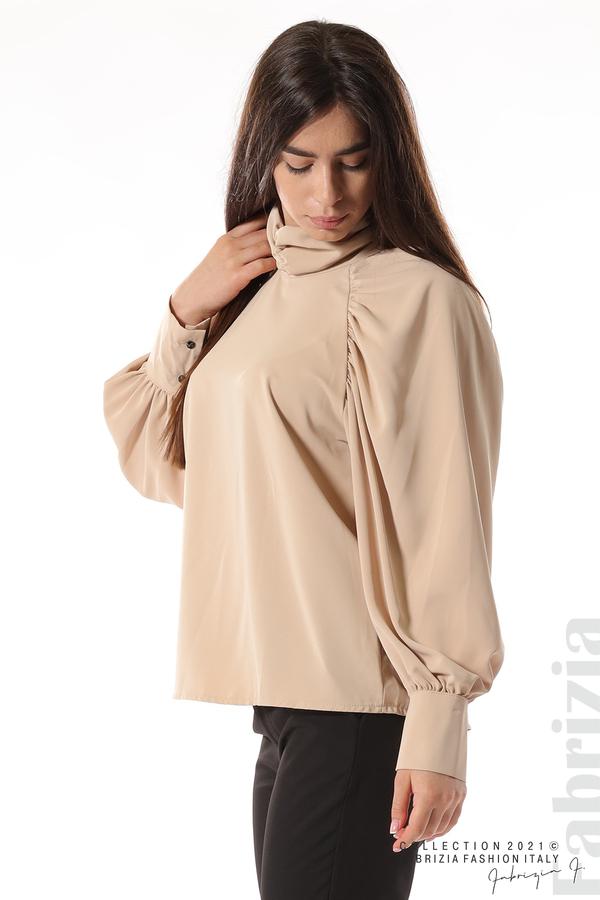 Елегантна блуза с висока яка и широки ръкави бежов 4 fabrizia