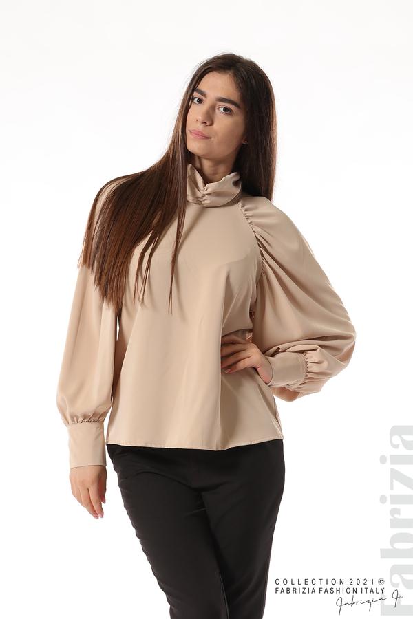Елегантна блуза с висока яка и широки ръкави бежов 2 fabrizia