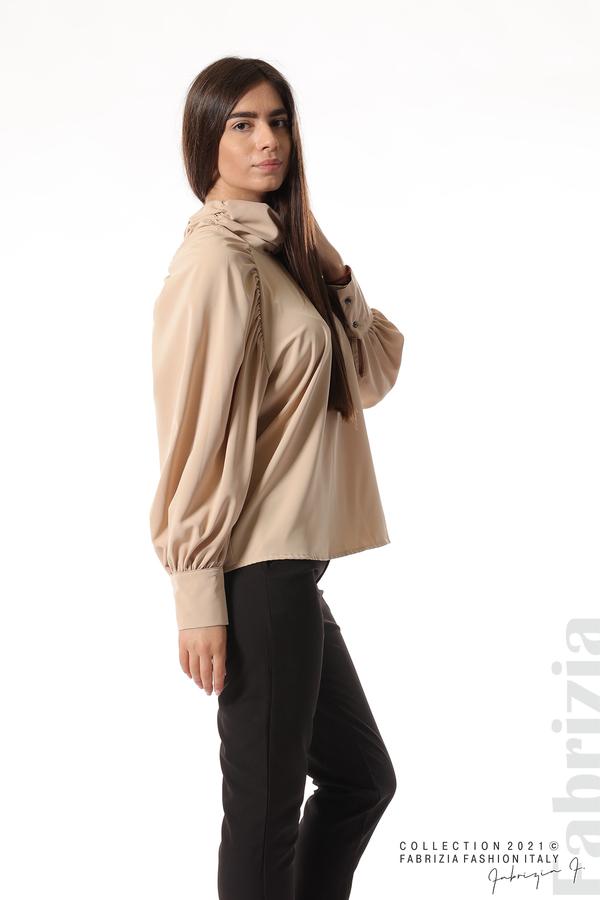 Елегантна блуза с висока яка и широки ръкави бежов 5 fabrizia
