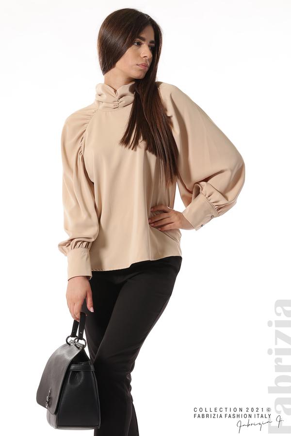 Елегантна блуза с висока яка и широки ръкави бежов 1 fabrizia