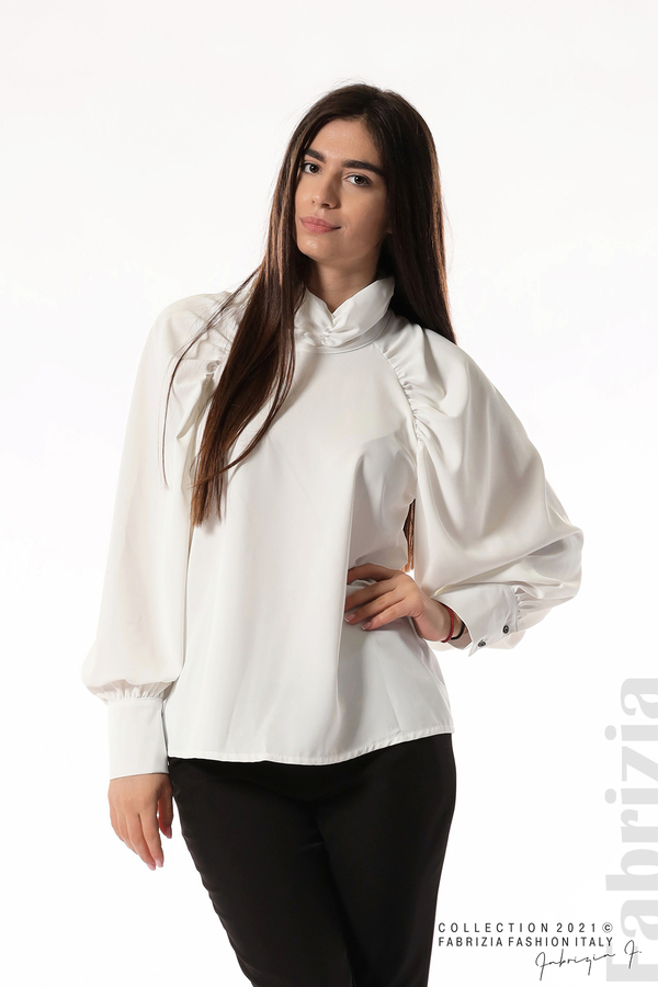 Елегантна блуза с висока яка и широки ръкави бял 1 fabrizia