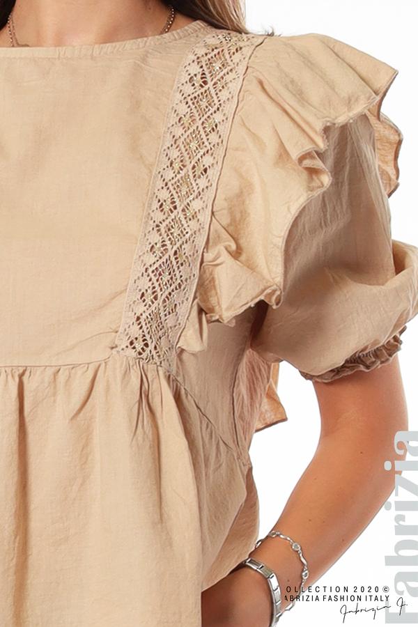 Блуза с дантелени елементи и волани бежов 3 fabrizia