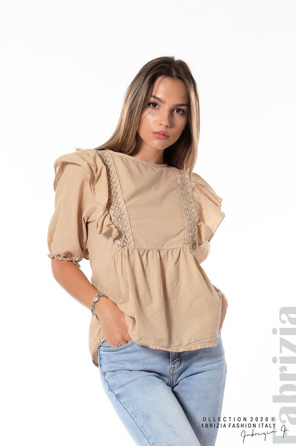 Блуза с дантелени елементи и волани бежов 1 fabrizia