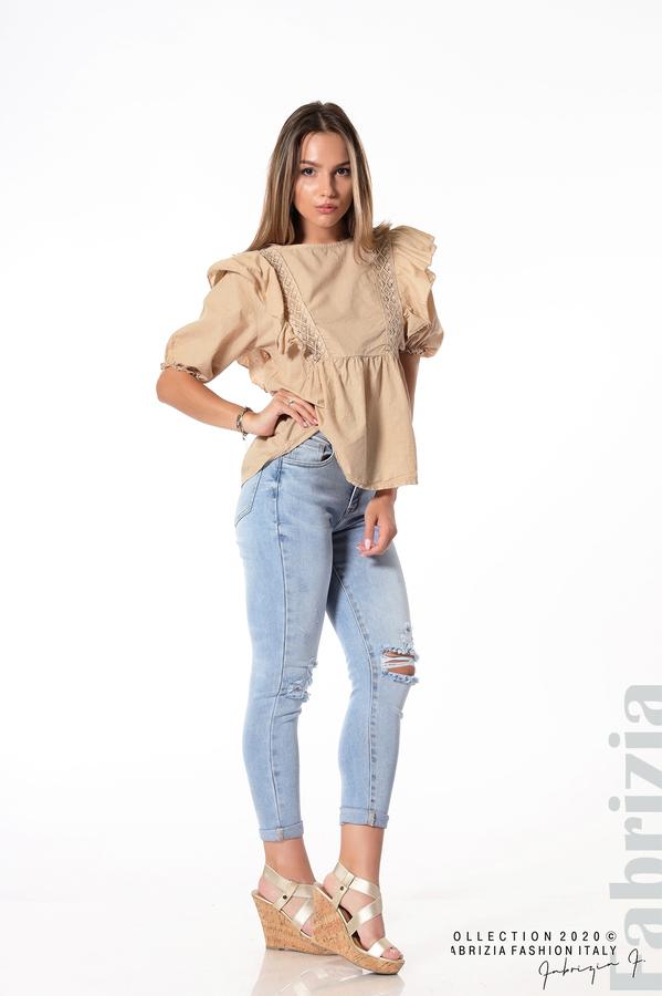 Блуза с дантелени елементи и волани бежов 4 fabrizia