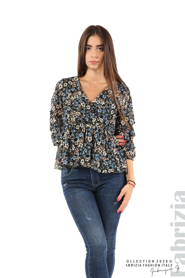 Блуза с остро деколте и цветя-черен/син-1