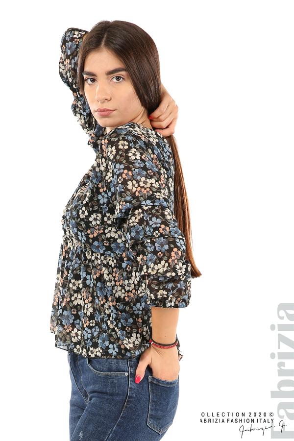 Блуза с остро деколте и цветя-черен/син-4