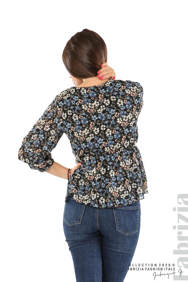 Блуза с остро деколте и цветя-черен/син-7