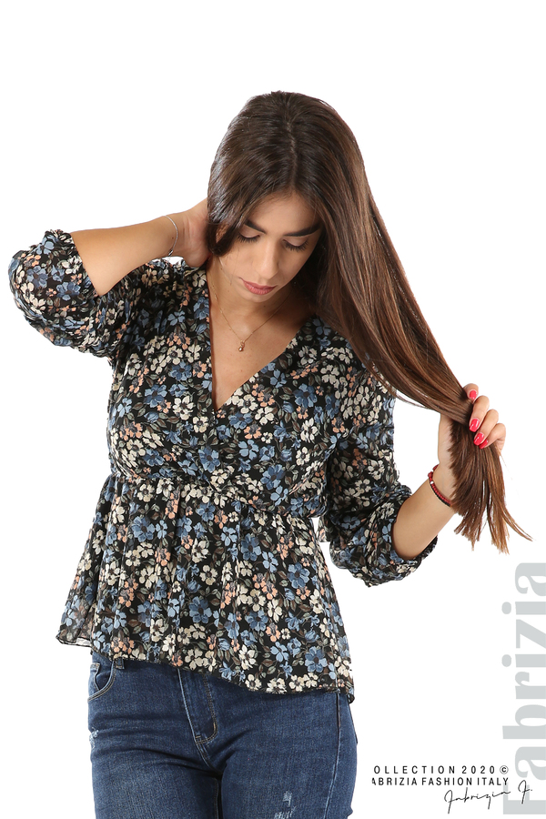 Блуза с остро деколте и цветя-черен/син-2