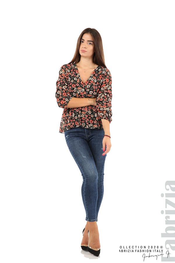 Блуза с остро деколте и цветя-черен/корал-3