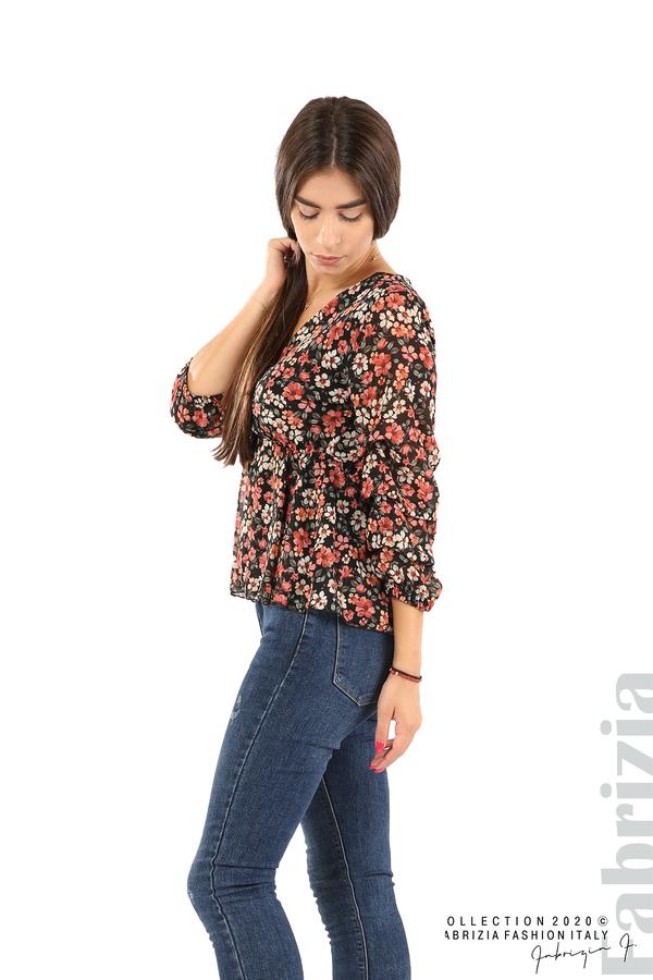 Блуза с остро деколте и цветя-черен/корал-5