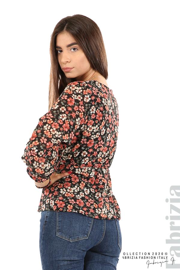 Блуза с остро деколте и цветя-черен/корал-6