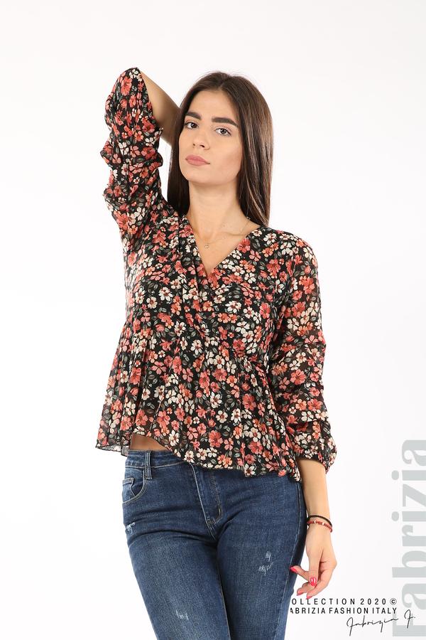 Блуза с остро деколте и цветя-черен/корал-1