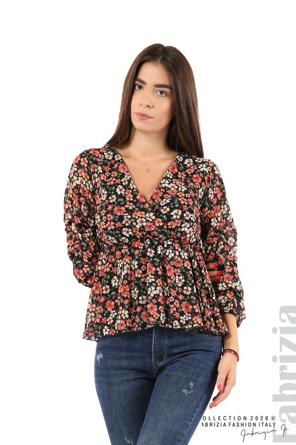 Блуза с остро деколте и цветя-черен/корал-4