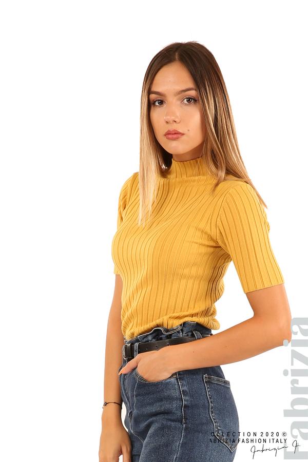 Блуза с орнамент и къси ръкави-охра-3