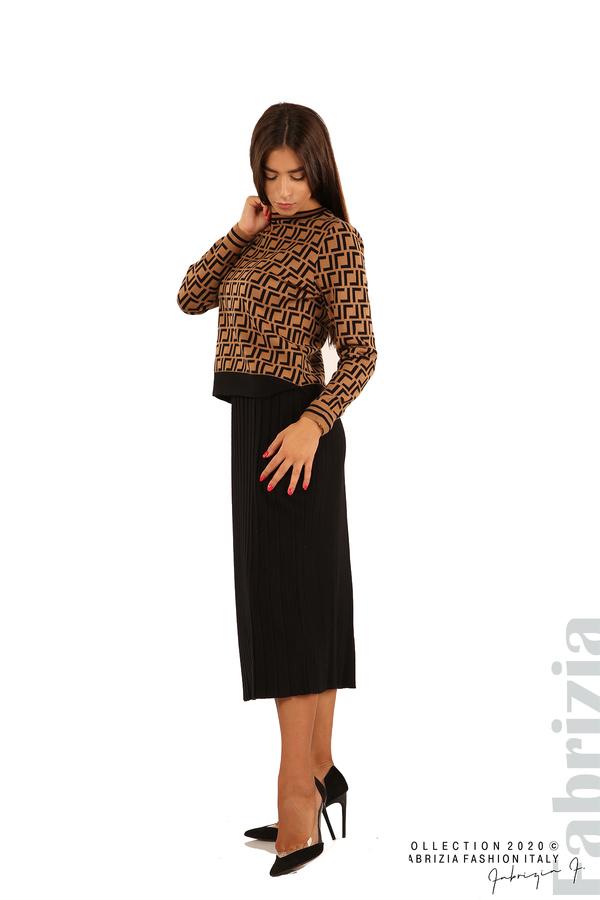 Комплект от фигурална блуза и плисирана пола-камел/черен-4