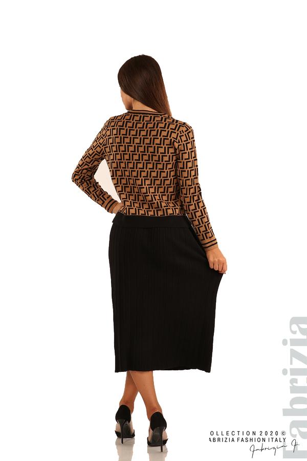 Комплект от фигурална блуза и плисирана пола-камел/черен-5