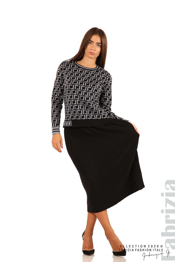 Комплект от фигурална блуза и плисирана пола-черен/св.син-3