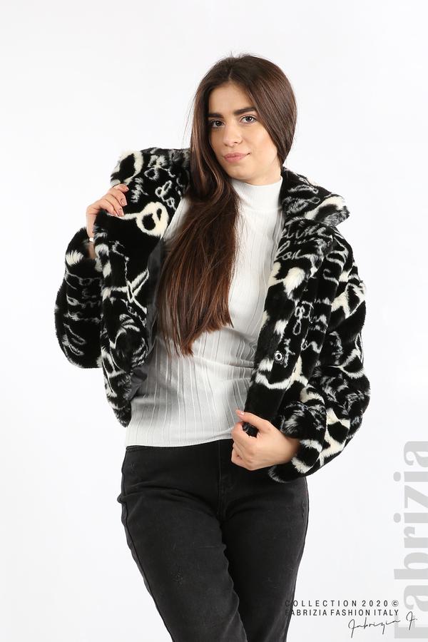 Късо едноцветно палто с надписи черен 1 fabrizia