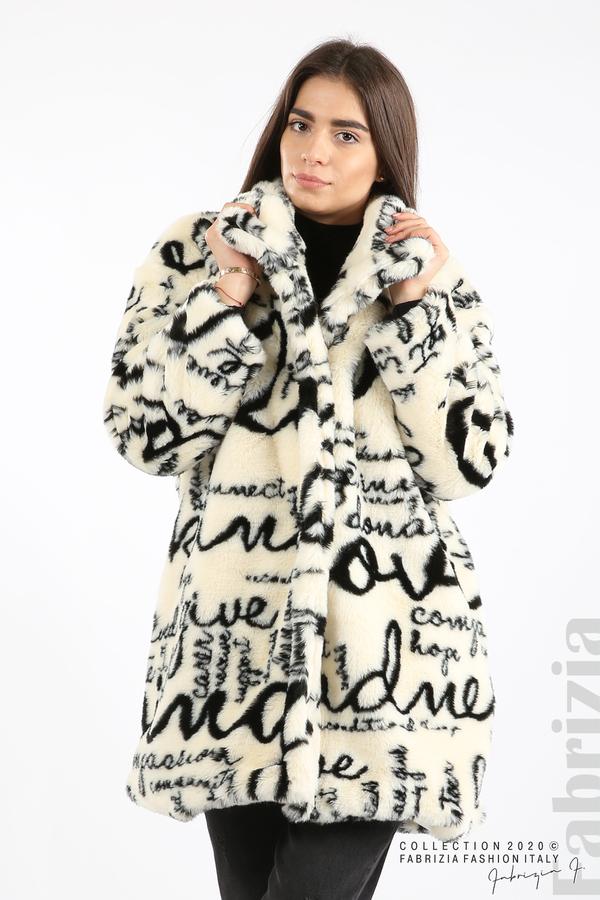 Едноцветно дамско палто с надписи екрю 1 fabrizia