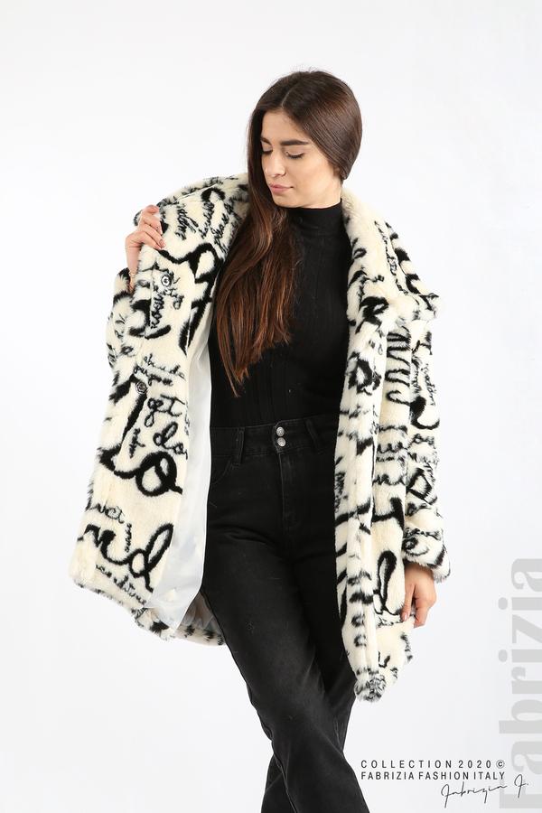 Едноцветно дамско палто с надписи екрю 5 fabrizia