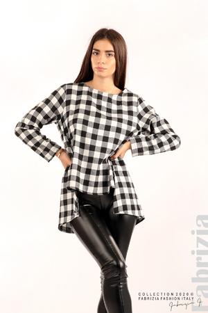 Карирана блуза с различна дължина