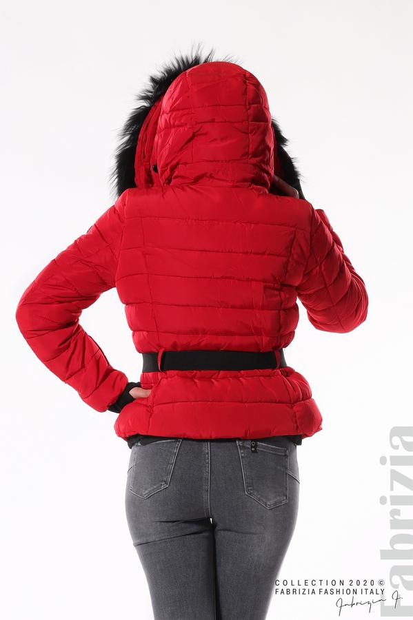 Вталено яке с качулка и колан червен 5 fabrizia