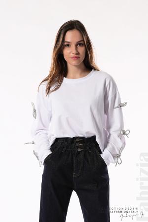 Блуза с брошки-панделки на ръкавите