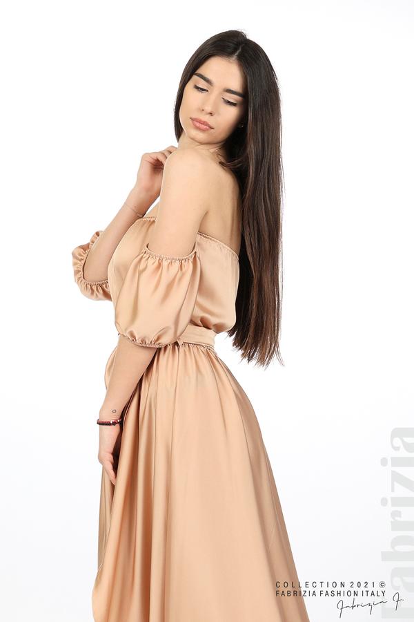 Сатенирана едноцветна рокля карамел 3 fabrizia
