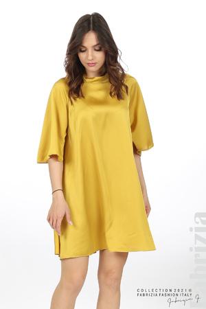 Сатенирана рокля с гол гръб