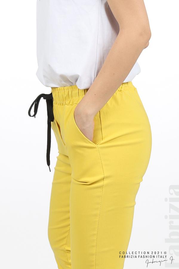 Едноцветен панталон с ластична талия жълт 4 fabrizia