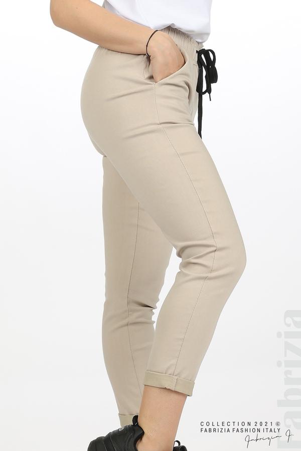 Едноцветен панталон с ластична талия бежов 2 fabrizia
