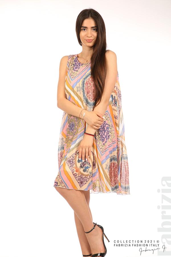 Многоцветна фигурална рокля солей бежов/розов 4 fabrizia