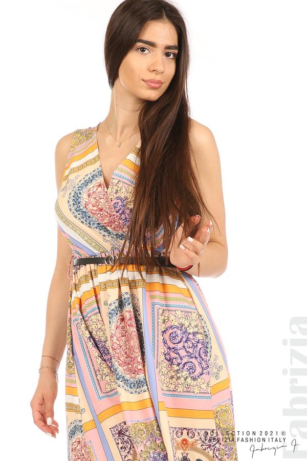Фигурална многоцветна рокля с колан бежов/розов 2 fabrizia