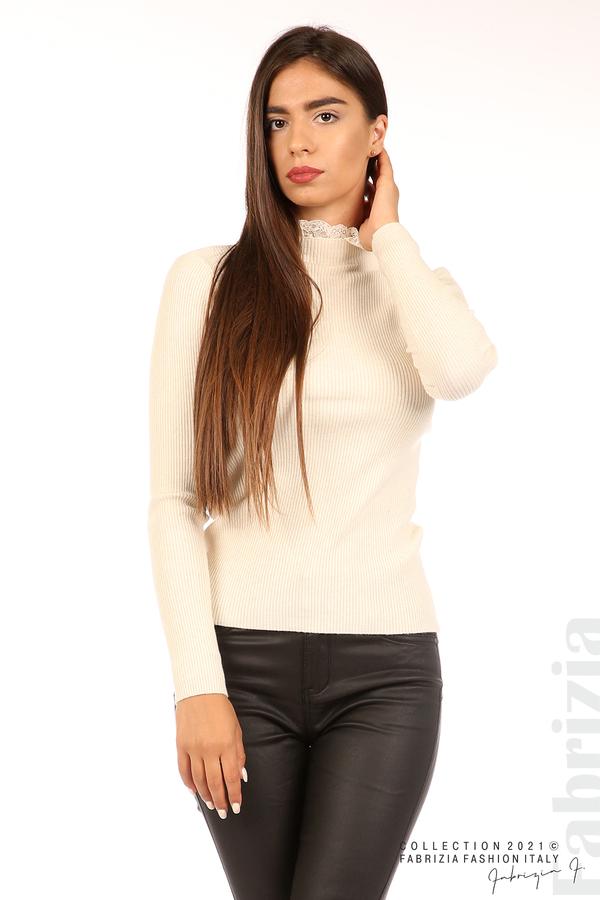 Рипсена блуза с дантела на бието бежов 3 fabrizia