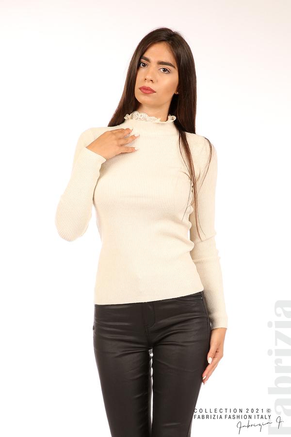 Рипсена блуза с дантела на бието бежов 1 fabrizia