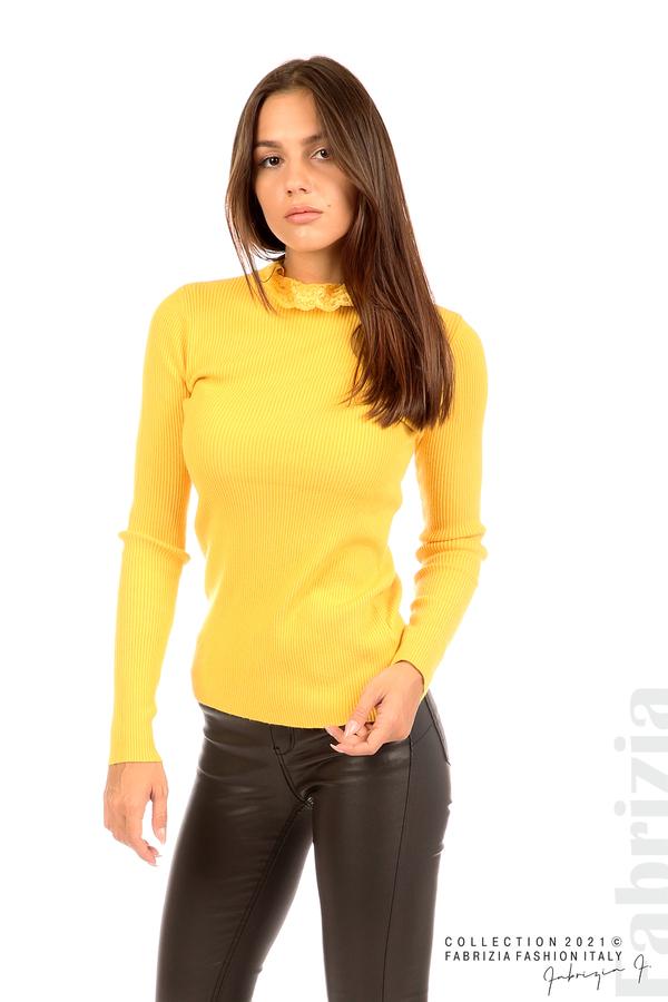 Рипсена блуза с дантела на бието жълт 5 fabrizia