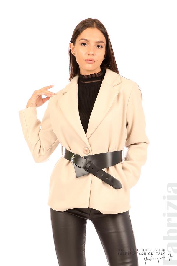 Късо едноцветно палто с колан бежов 6 fabrizia