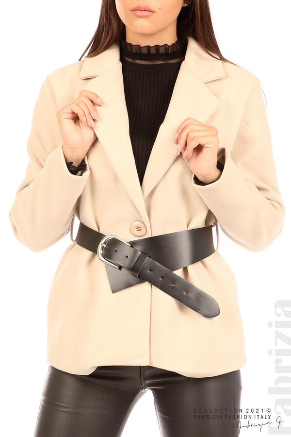 Късо едноцветно палто с колан бежов 2 fabrizia